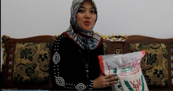 """Chusnunia Chalim, Seorang Anggota DPR RI (Kini Bupati Lampung Timur) dan   Konsumen Beras Organik Program """"Massive Planting – Padi Organik"""""""